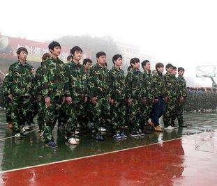 湖南万通新生军训场景