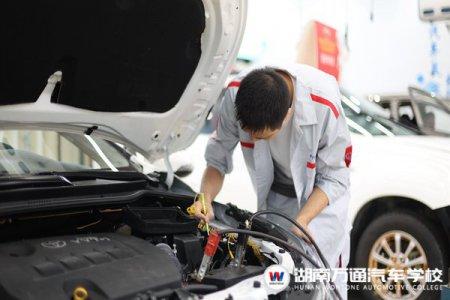 30多岁从贸易行业转行,为何他选择湖南万通学汽车美容?